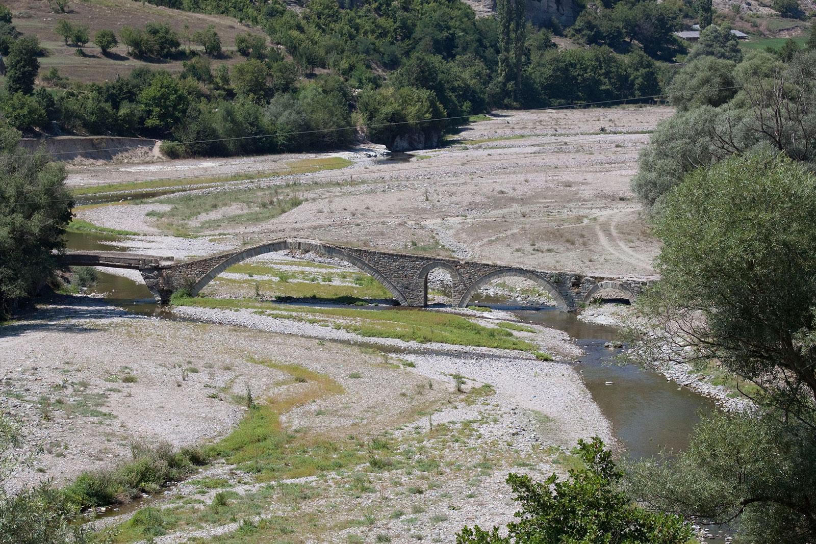 Средновековния мост край село Ненково