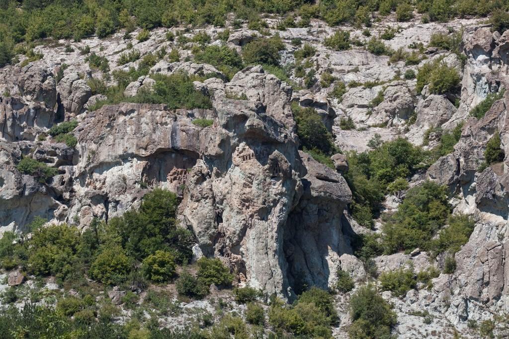 Скалните ниши край село Дъждовница