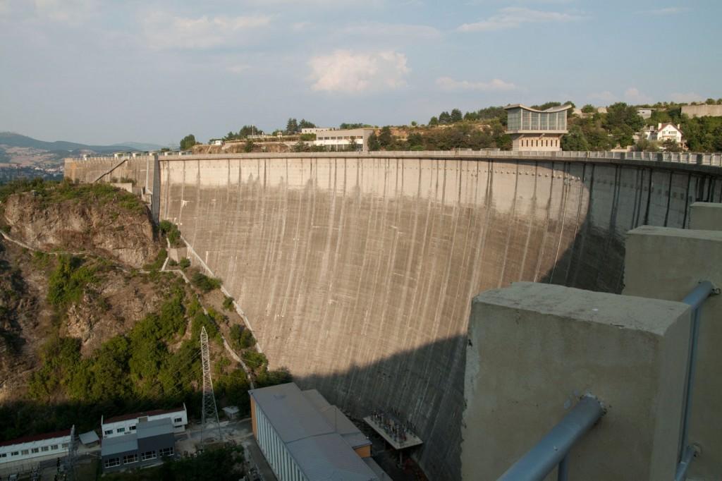 Стената на язовир Кърджали