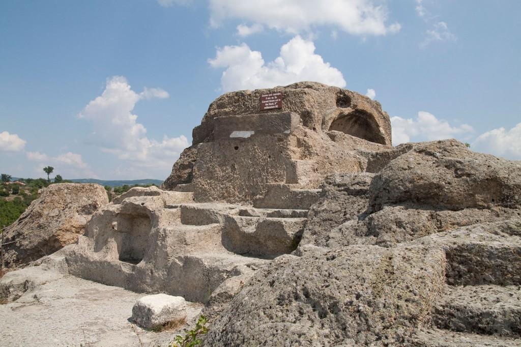 Светилището с гроба на върха