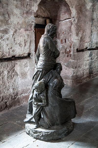Статуя на Кочо Честименски и семейството му