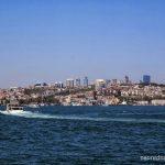 Гледка към Европейския бряг от кораб по Босфора