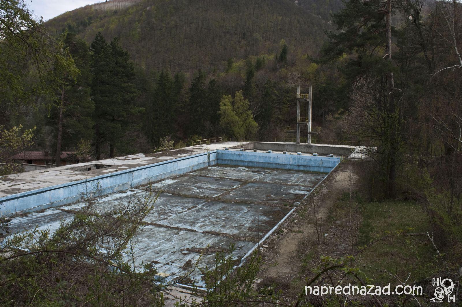 Изоставен басейн село Костенец