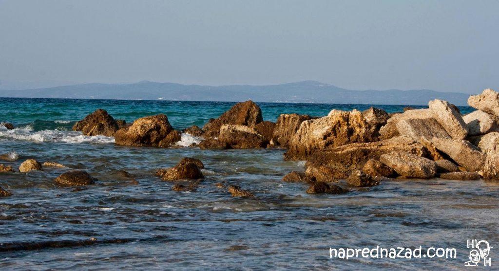 Плажът в Афитос е скалист